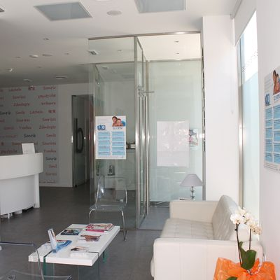 Recepción y sala de espera clinica lacasa litner valdemoro